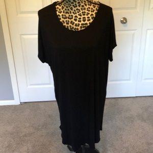 Cecico Dresses - Short sleeve black tee shirt dress with round neck
